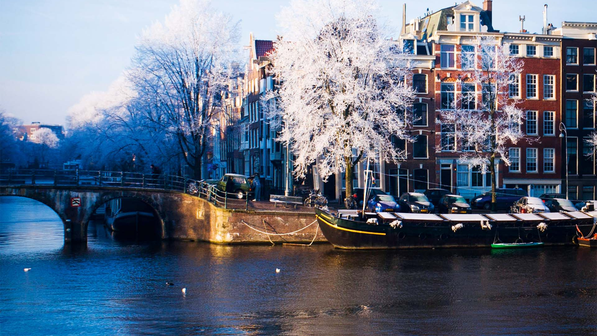 Corner Amstel and Prinsengracht on a cold winter morning. Amsterdam, Netherlands