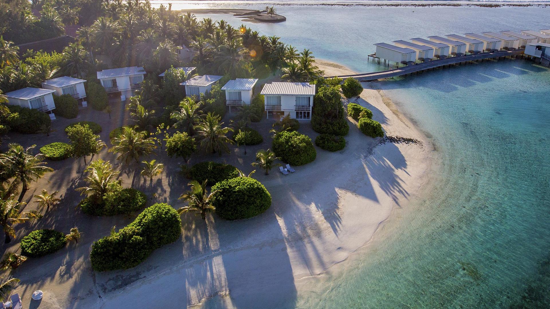 Aerial view of Holiday Inn Kandooma Resort