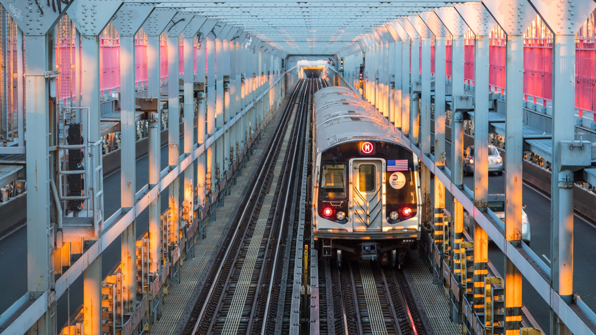 Greenpoint and Williamsburg: train coming over Williamsburg Bridge
