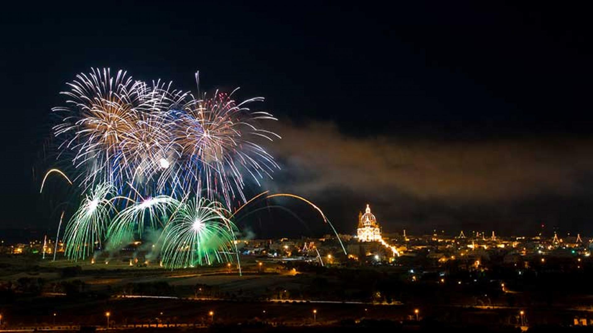 Festa-fireworks,-Xewkija,-Gozo