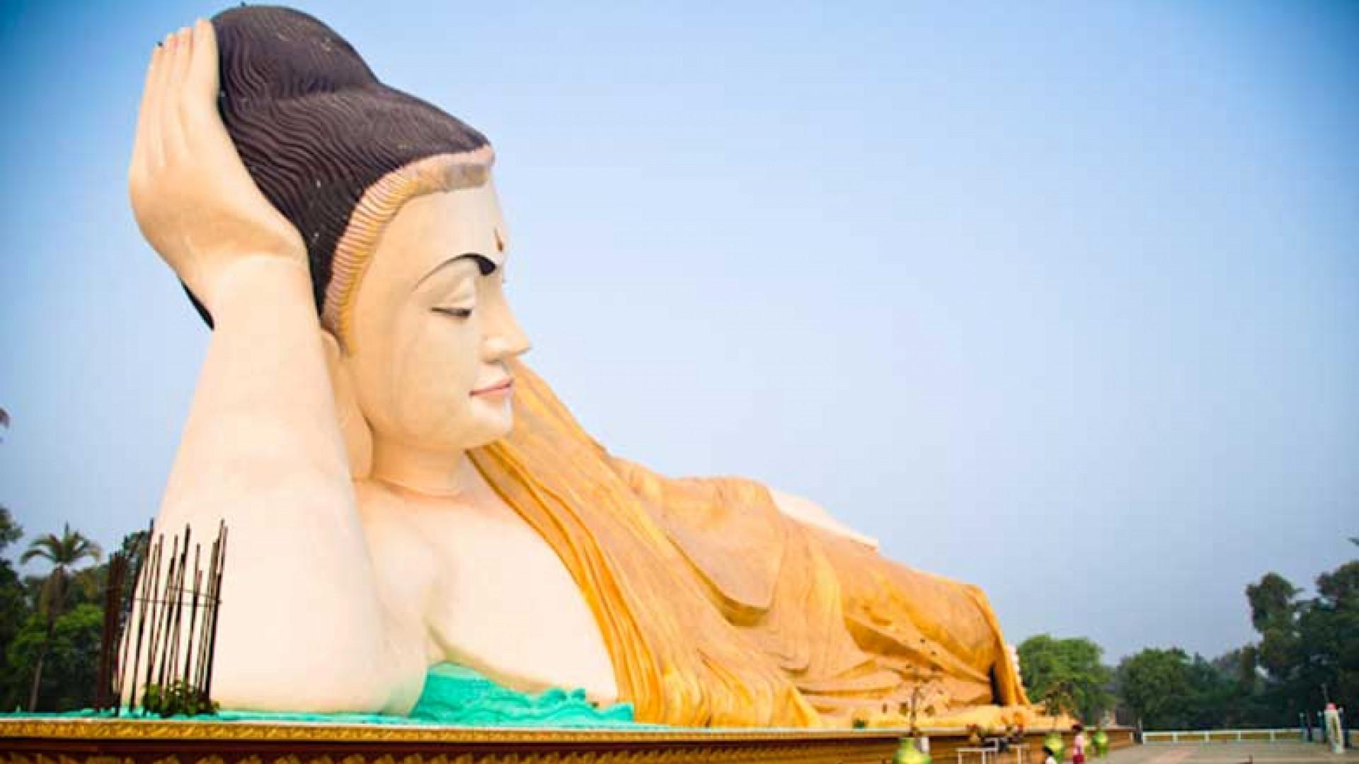 Myanmar_Overwhelmingly-large-reclining-buddha