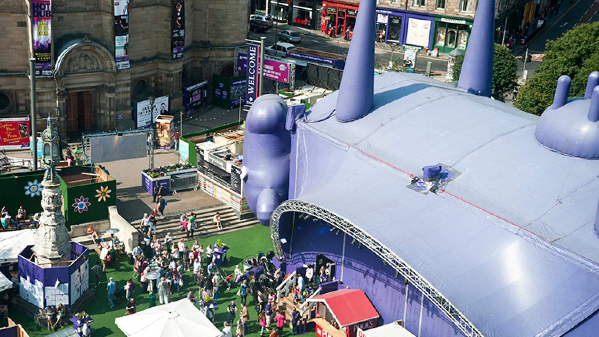 Edinburgh-Festival-Fringe---Bristo-Square