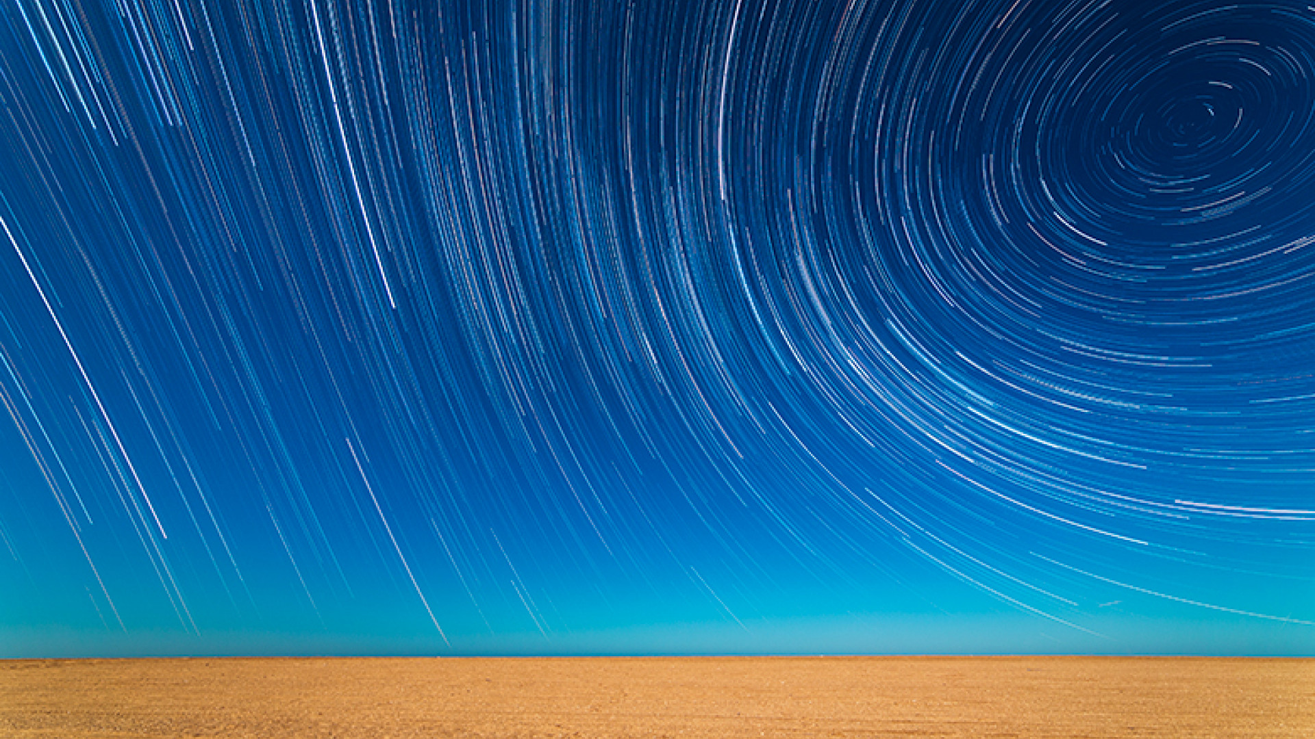 Star-Trails-on-the-Beach-©-Sebastián-Guillermaz