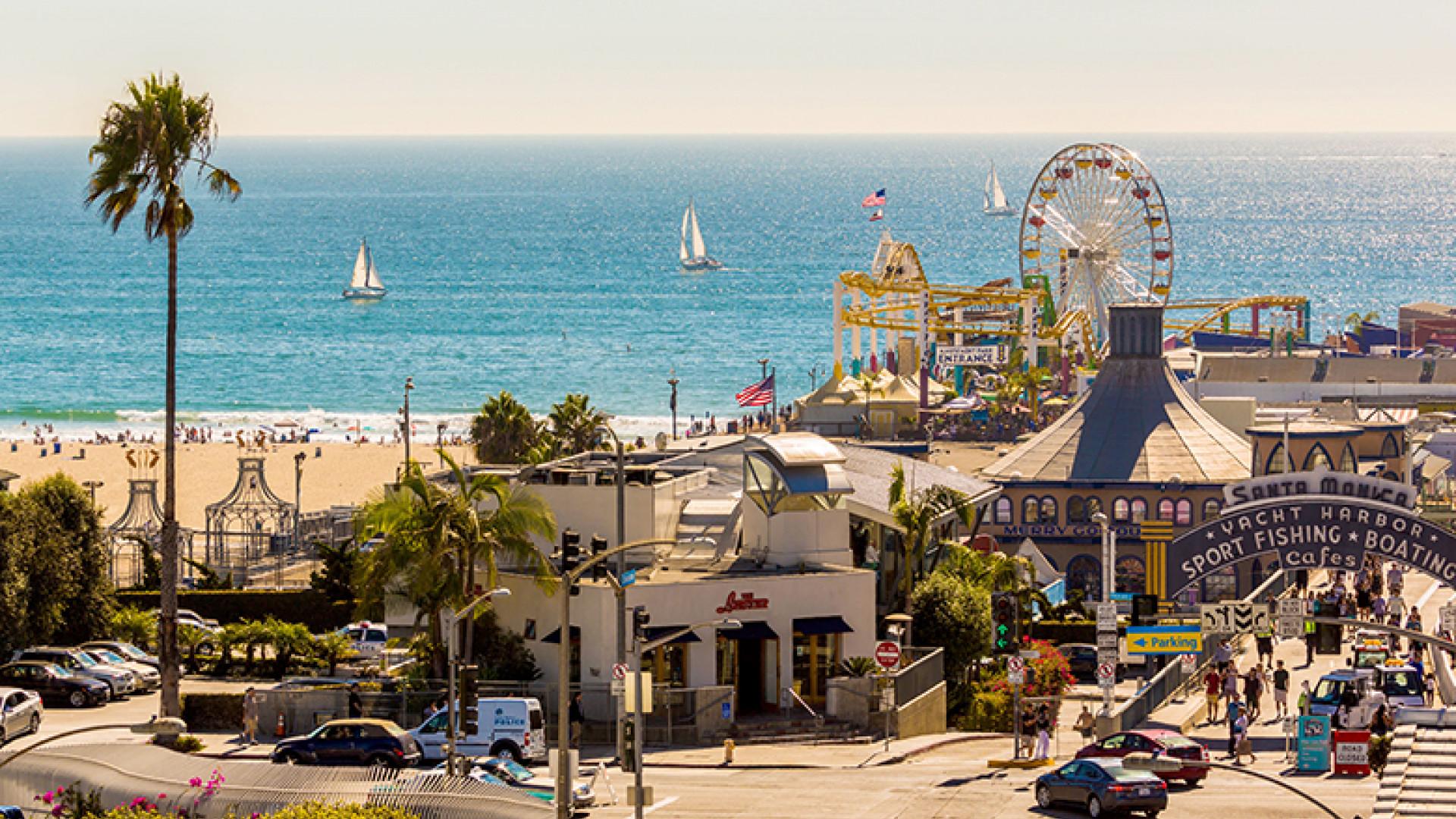 Beach-Ferris-Wheel-and-Ocean