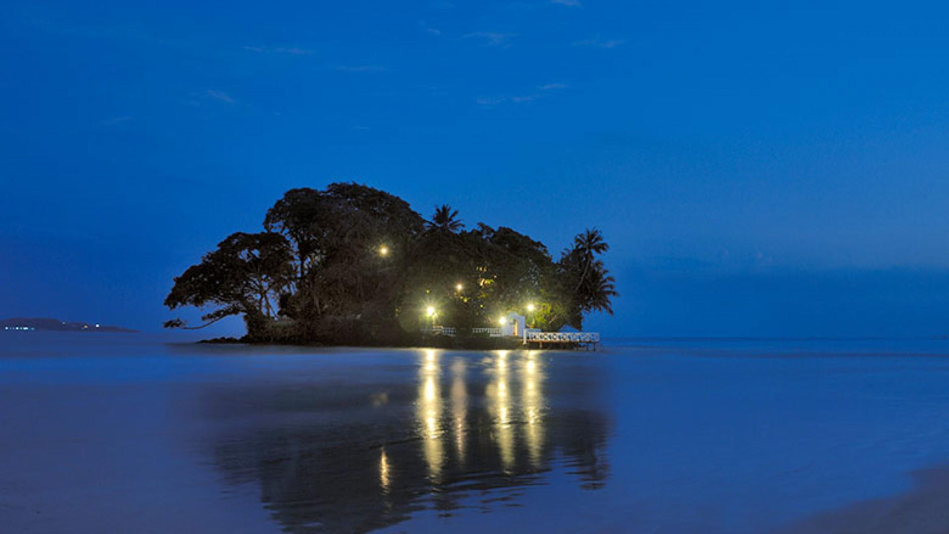 Copyright-Taprobane-Island