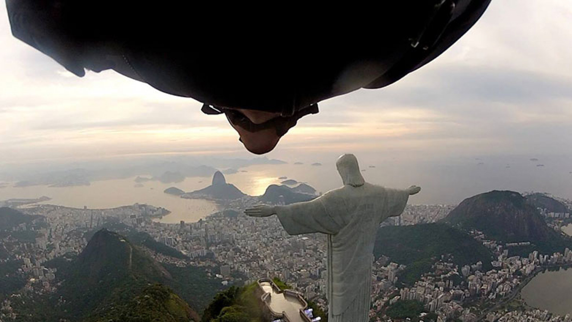 Rio-Statue-Fly-By