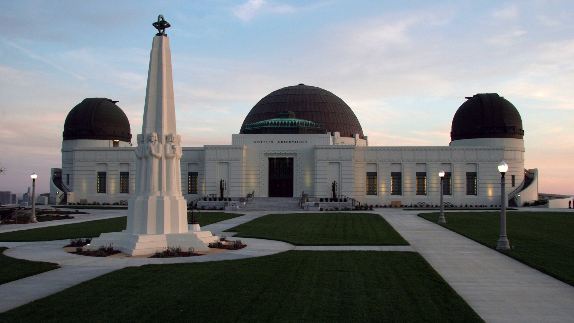 Griffith Observatory viewed from the north end of the lawn at dusk, March 2006