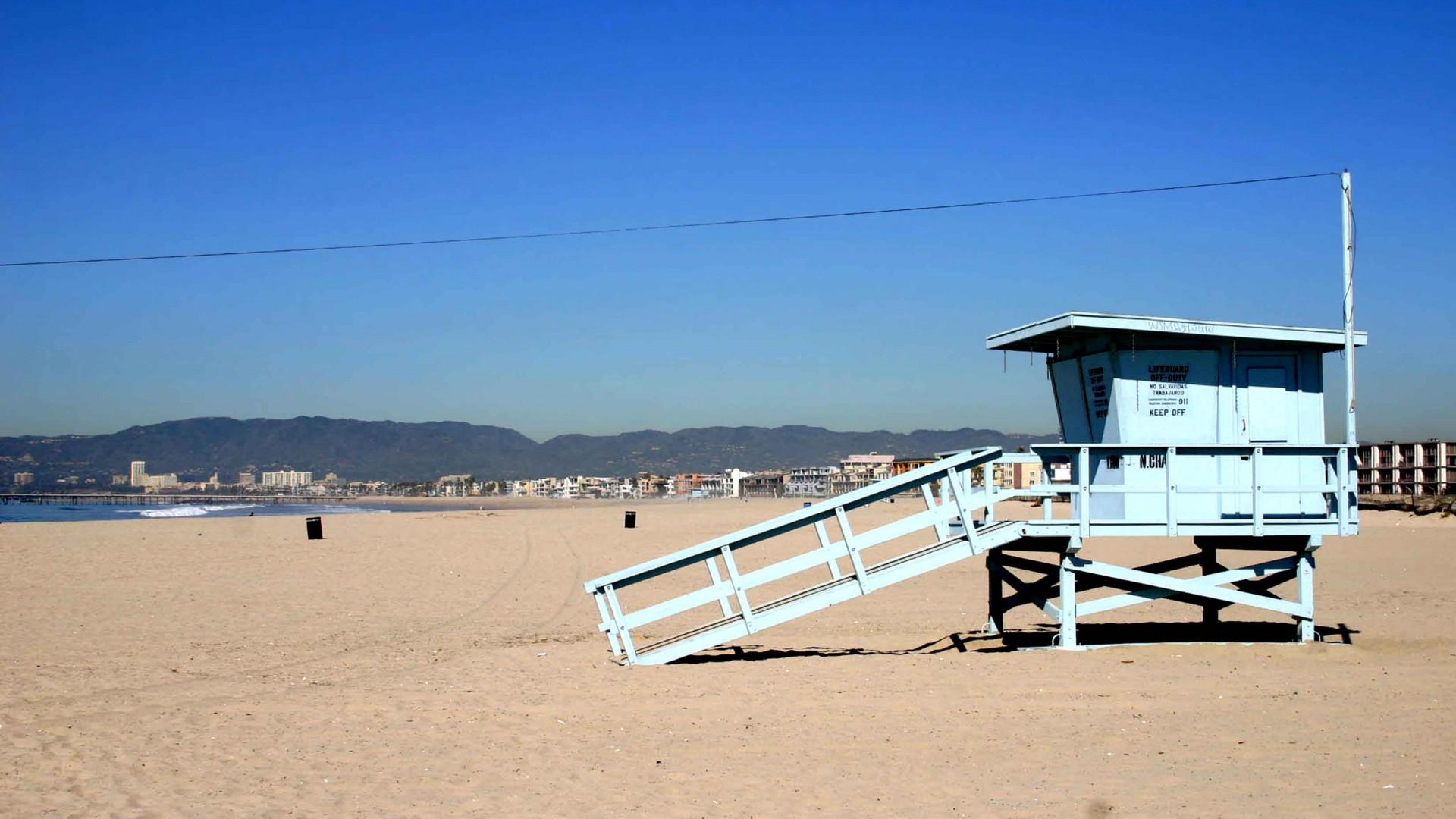 Lifeguard Booth on Venice Beach LR