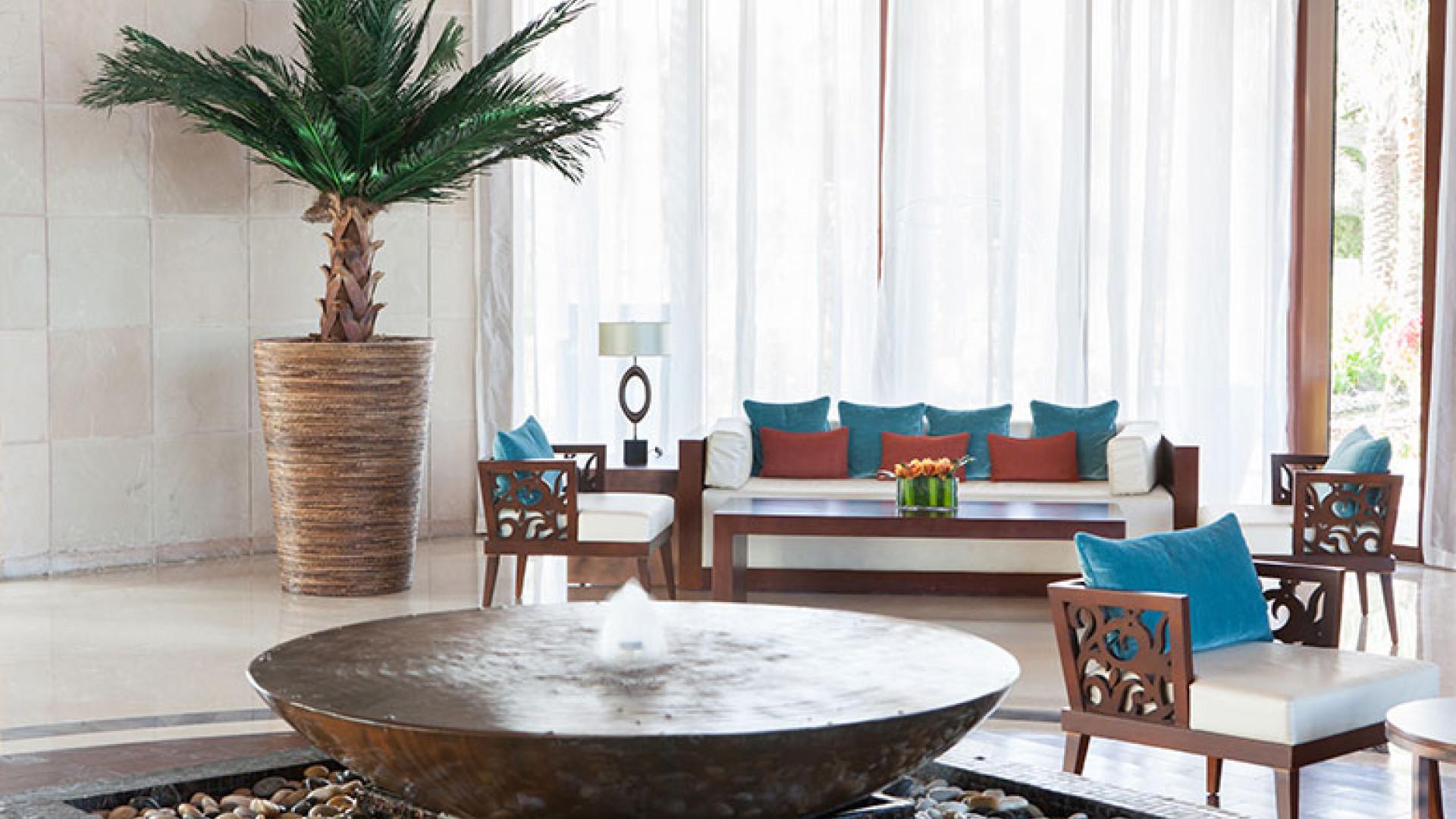 JA-Palm-Tree-Court---Lobby-(9)