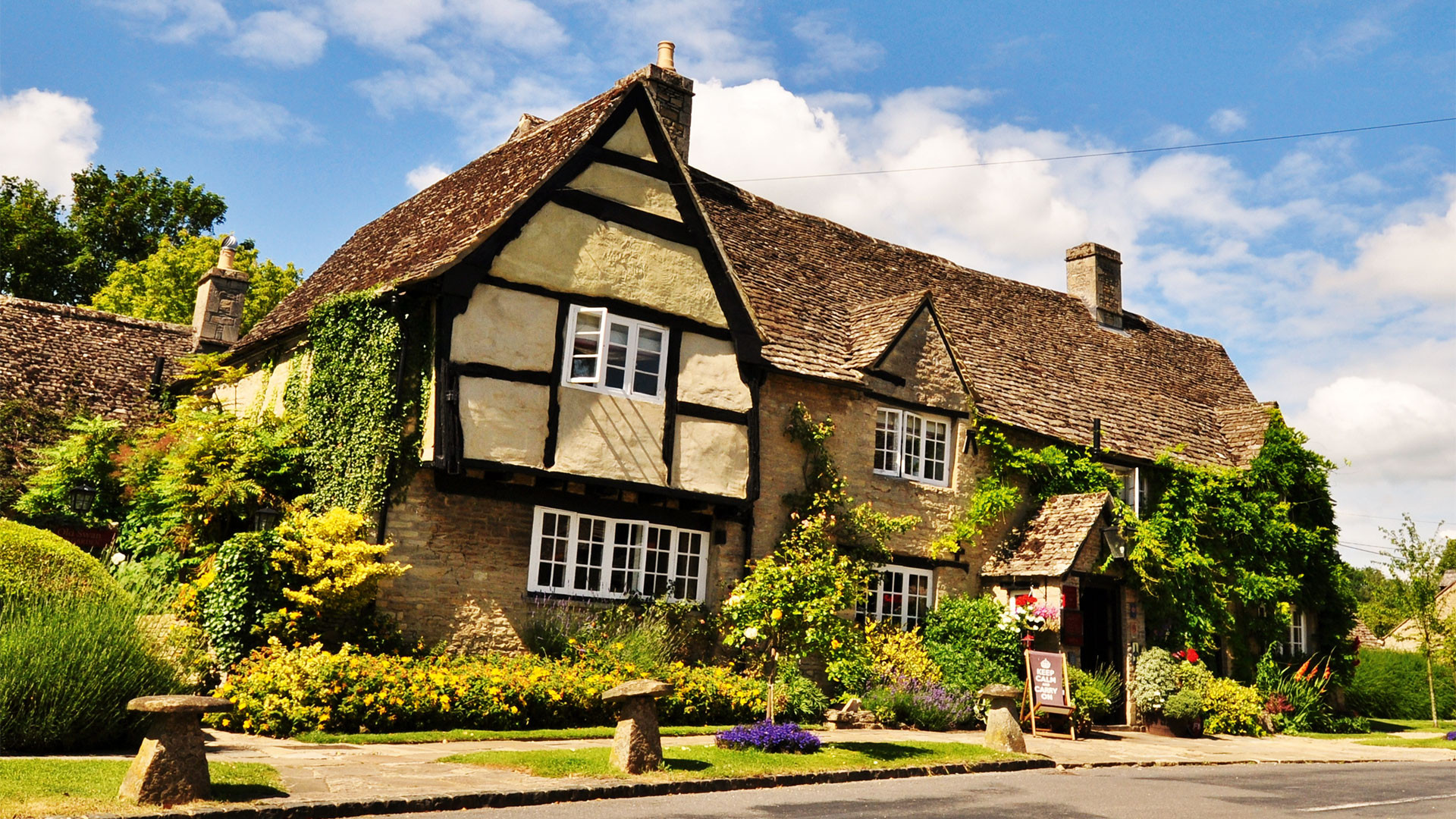 Stay at the Old Swan & Minster Mill B&B in Cotswolds