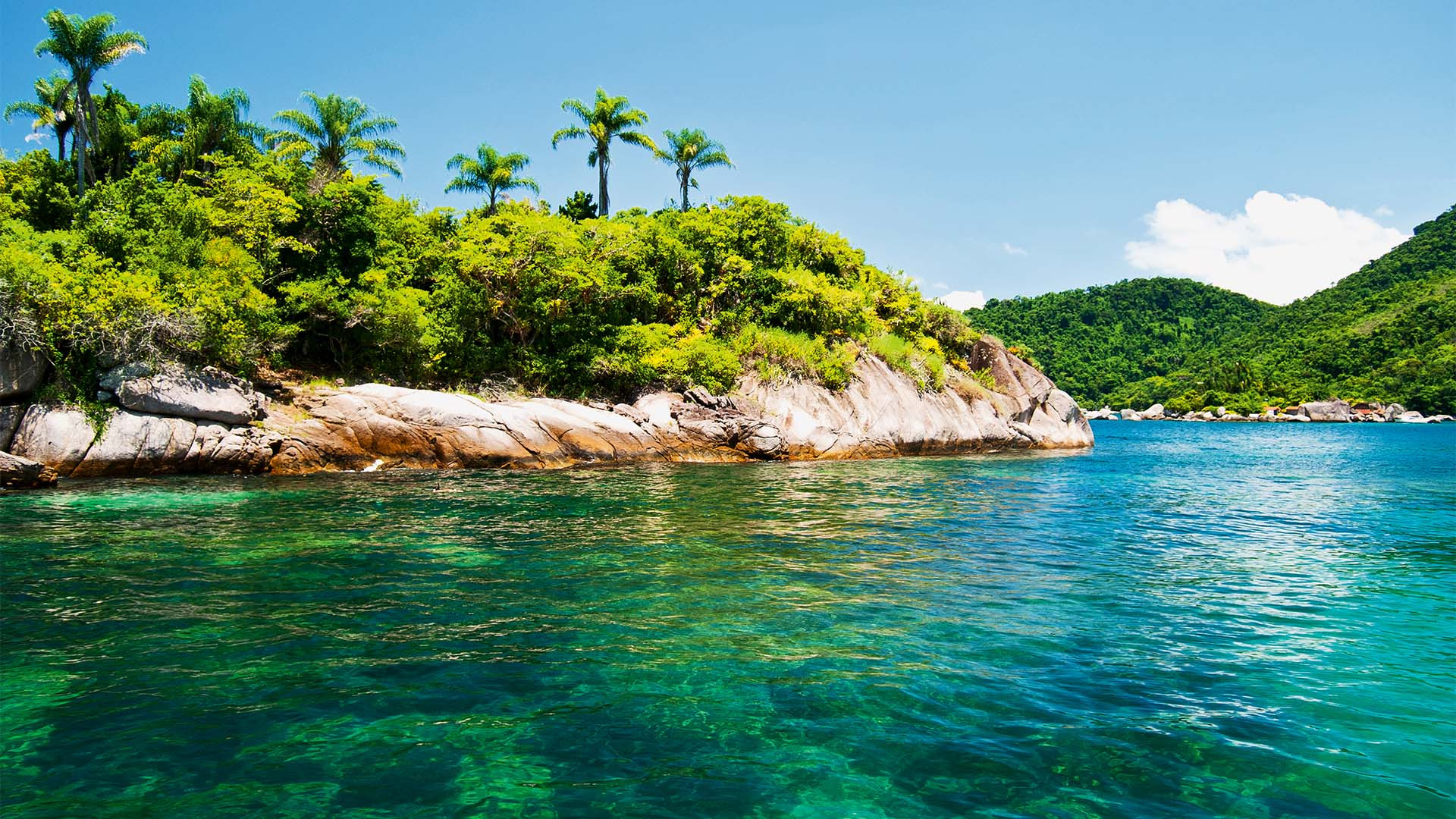 Photograph of a tropical beach in Paraty