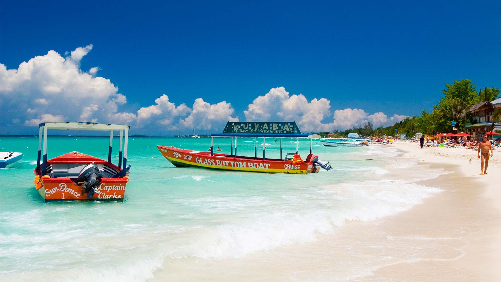 Sea, sand and boats at Seven Mile Beach, Negril