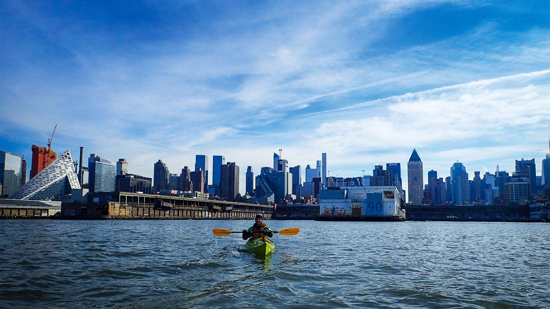 Lone kayaker on the hudson river