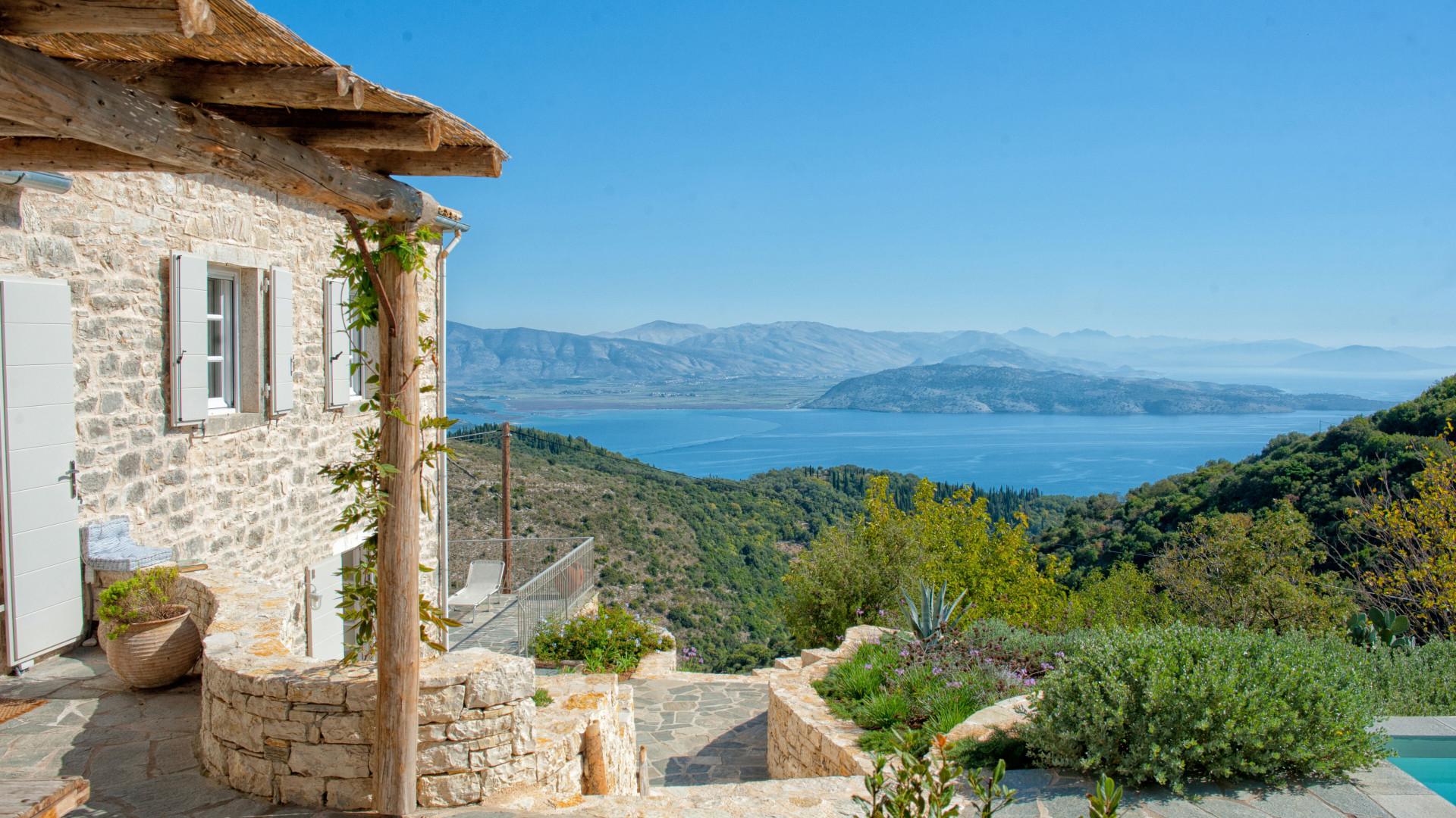 Deluxe hideaway overlooking the sea in Greece