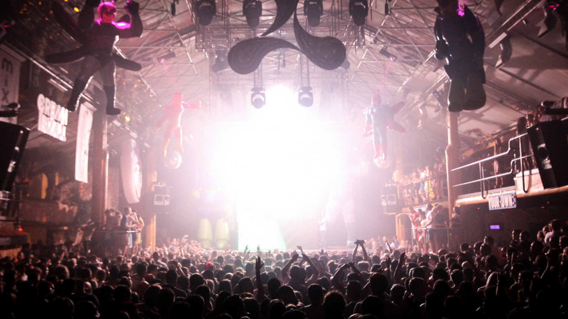 Clubbers party at Amnesia