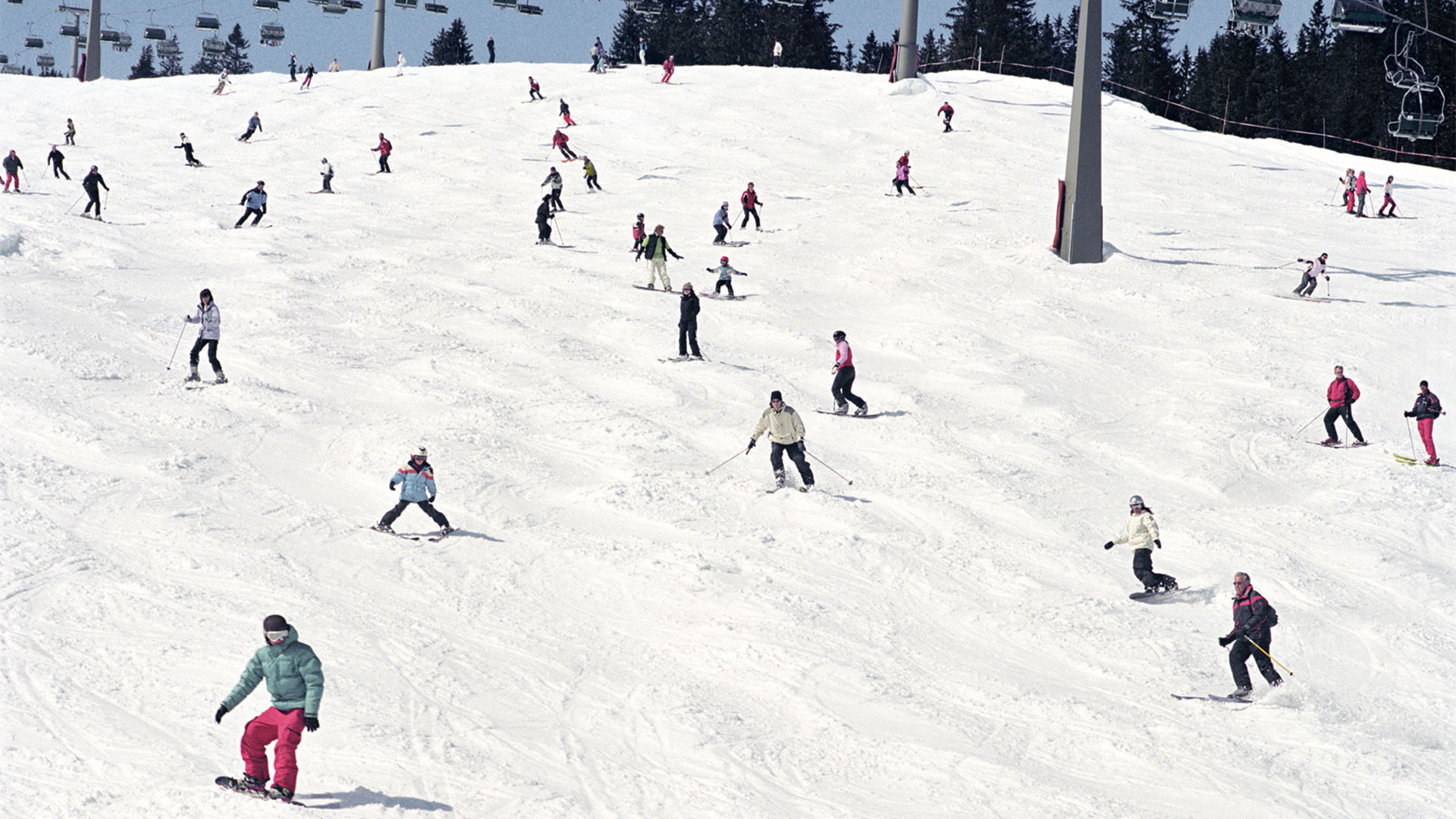 Skiiers and snowboarders in Schelgelkopf, Lech, Austria