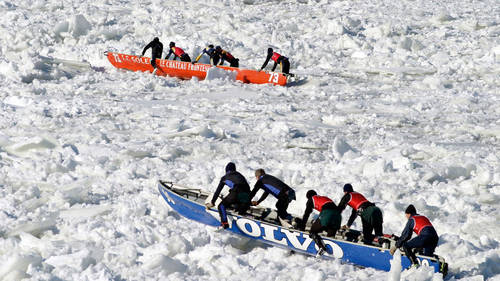 Teams race ice canoes near Quebec City