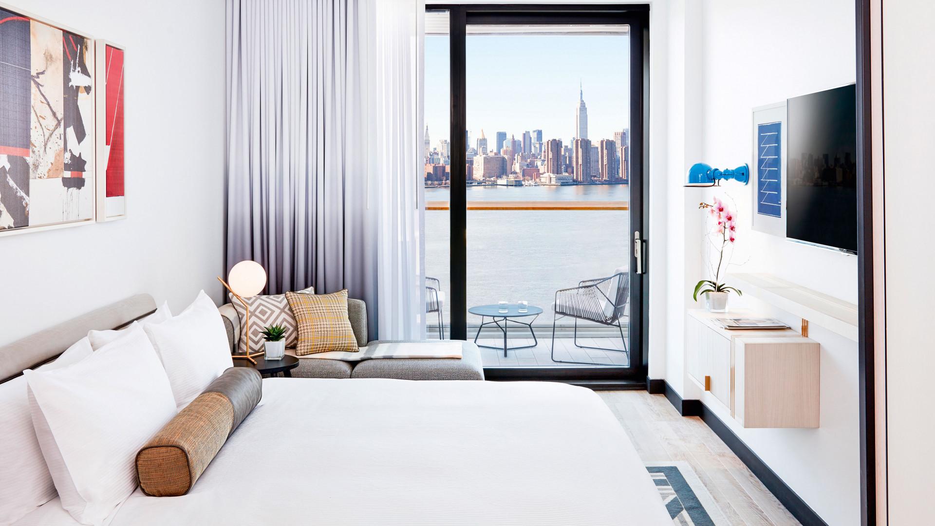 Manhattan seen from an incredible interior in Brooklyn