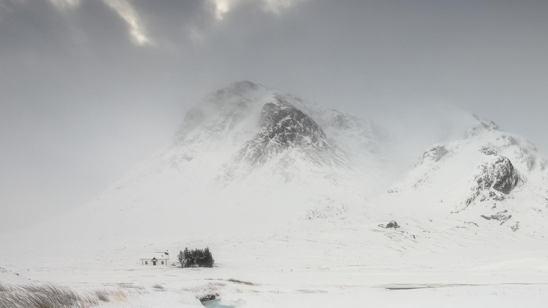Winter storm blowing through Glencoe
