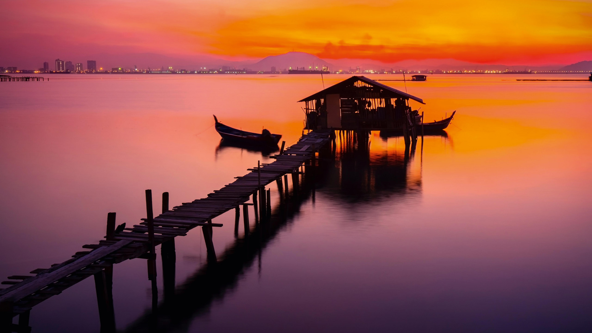 Thai jetty and boat