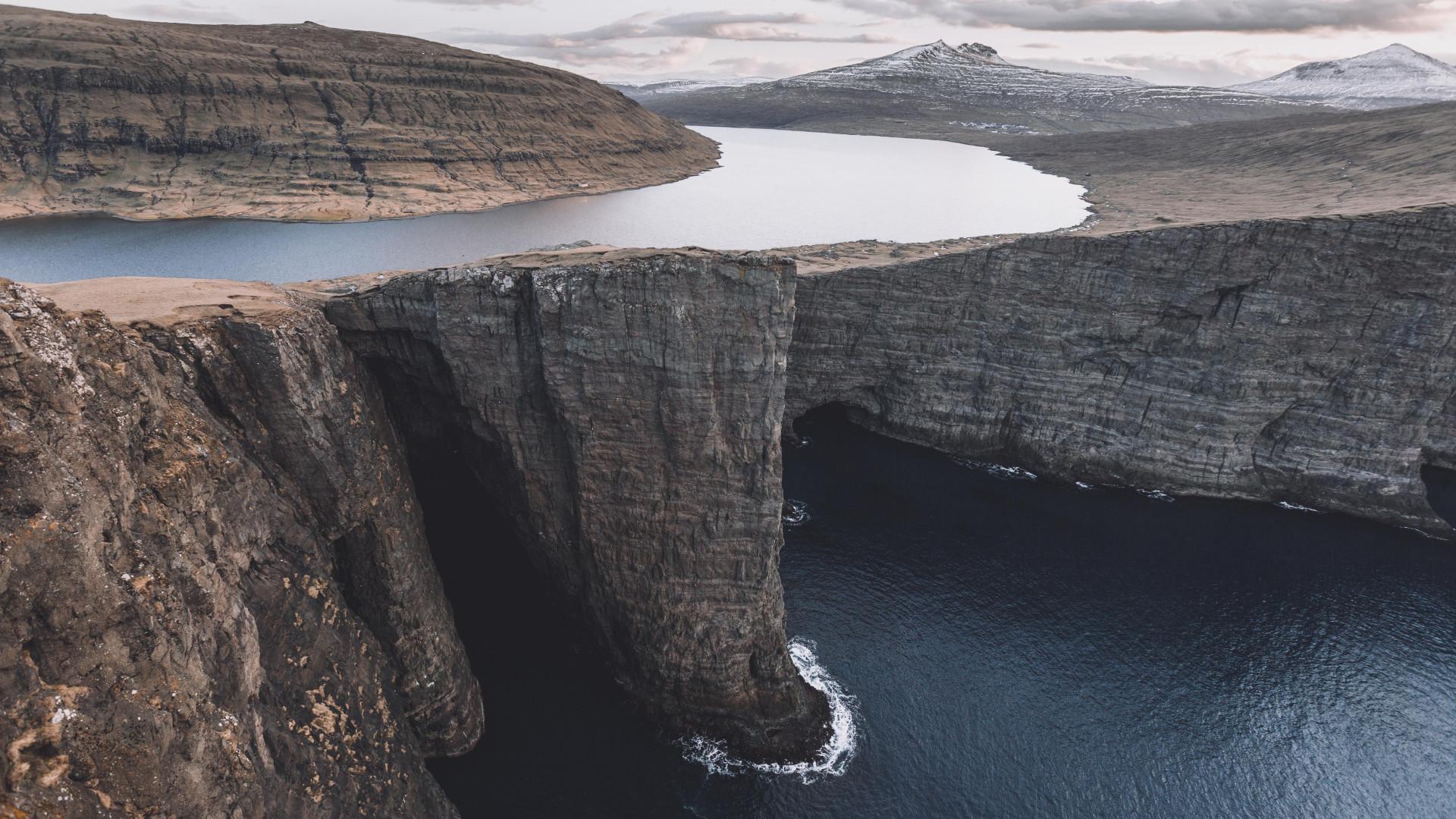 The clifftop lake and sea in Sørásvatn, Faroe Islands