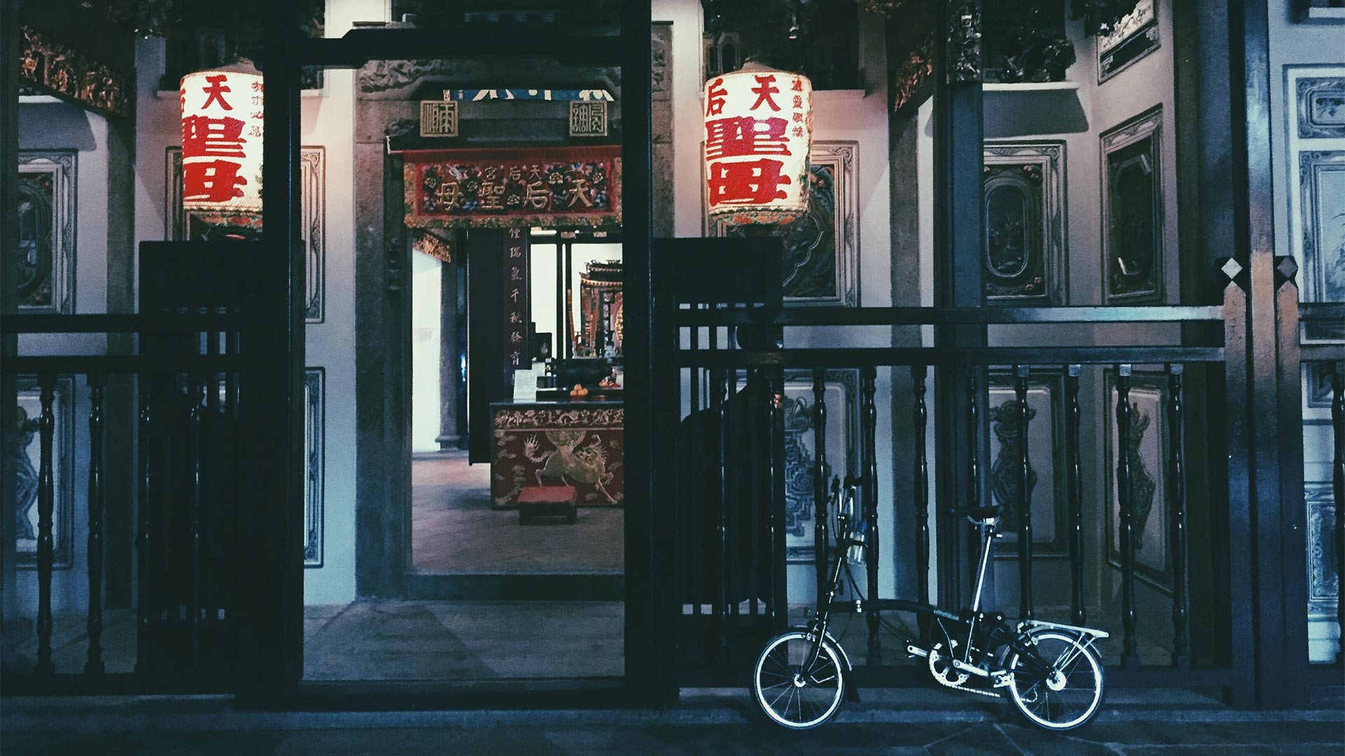 Brompton bike in front of traditional building #myunseencity
