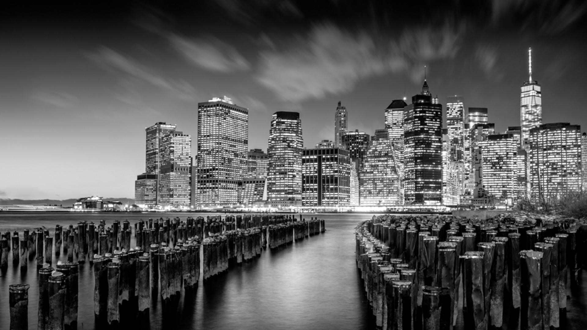 Manhattan skyline in black and white, by Serge Ramelli