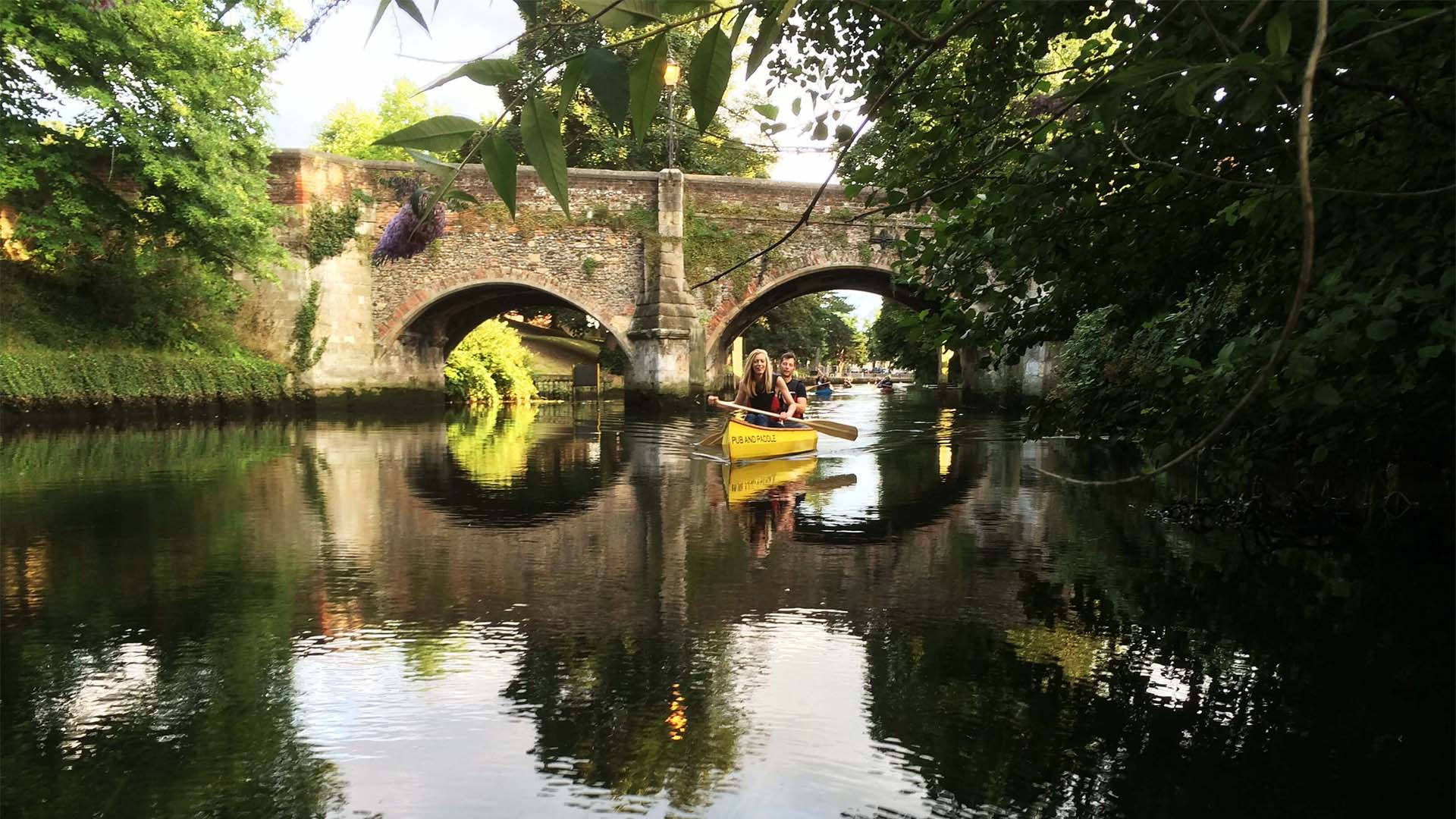 Pub & Paddle canoe tour in Norfolk