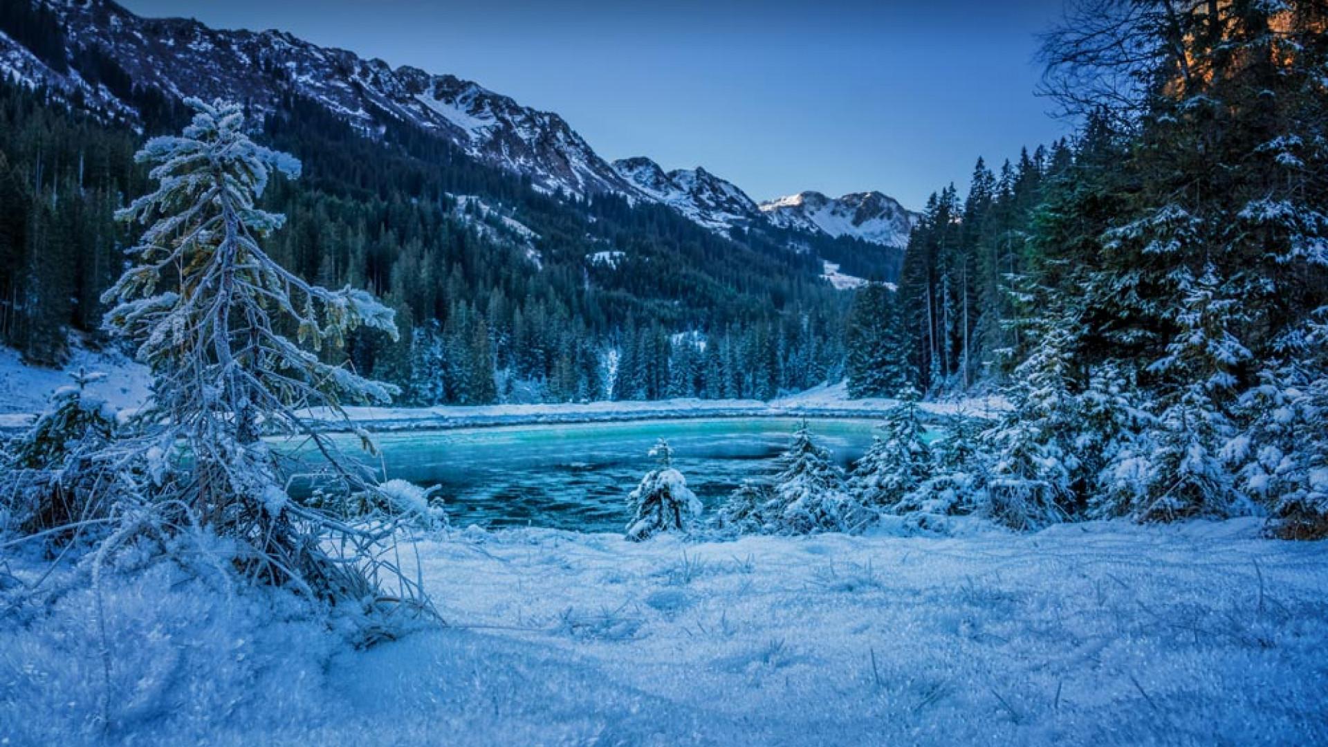 Lakeside alpine views at Alphotel, Austria