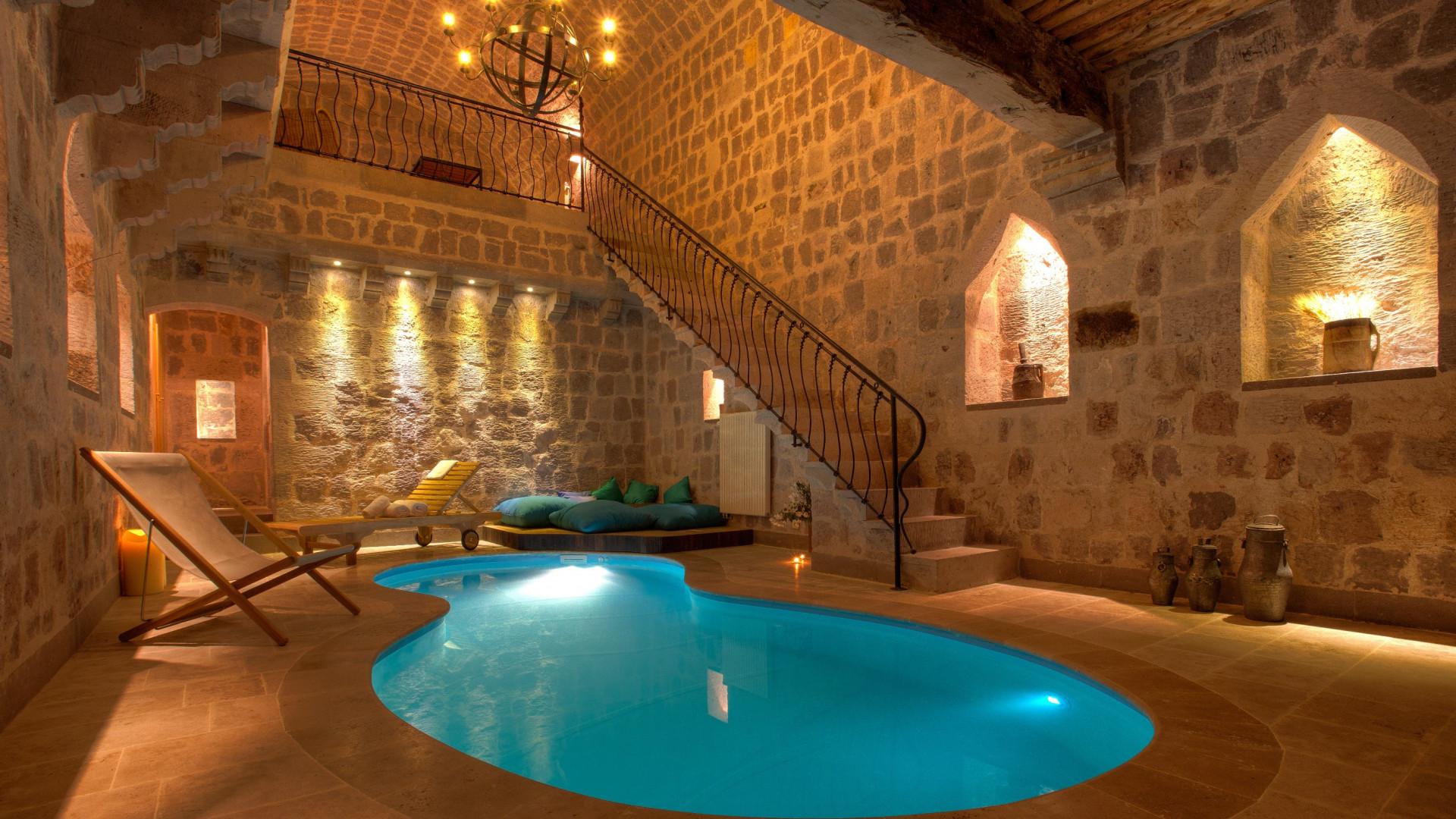 Argos in Cappadocia pool suite