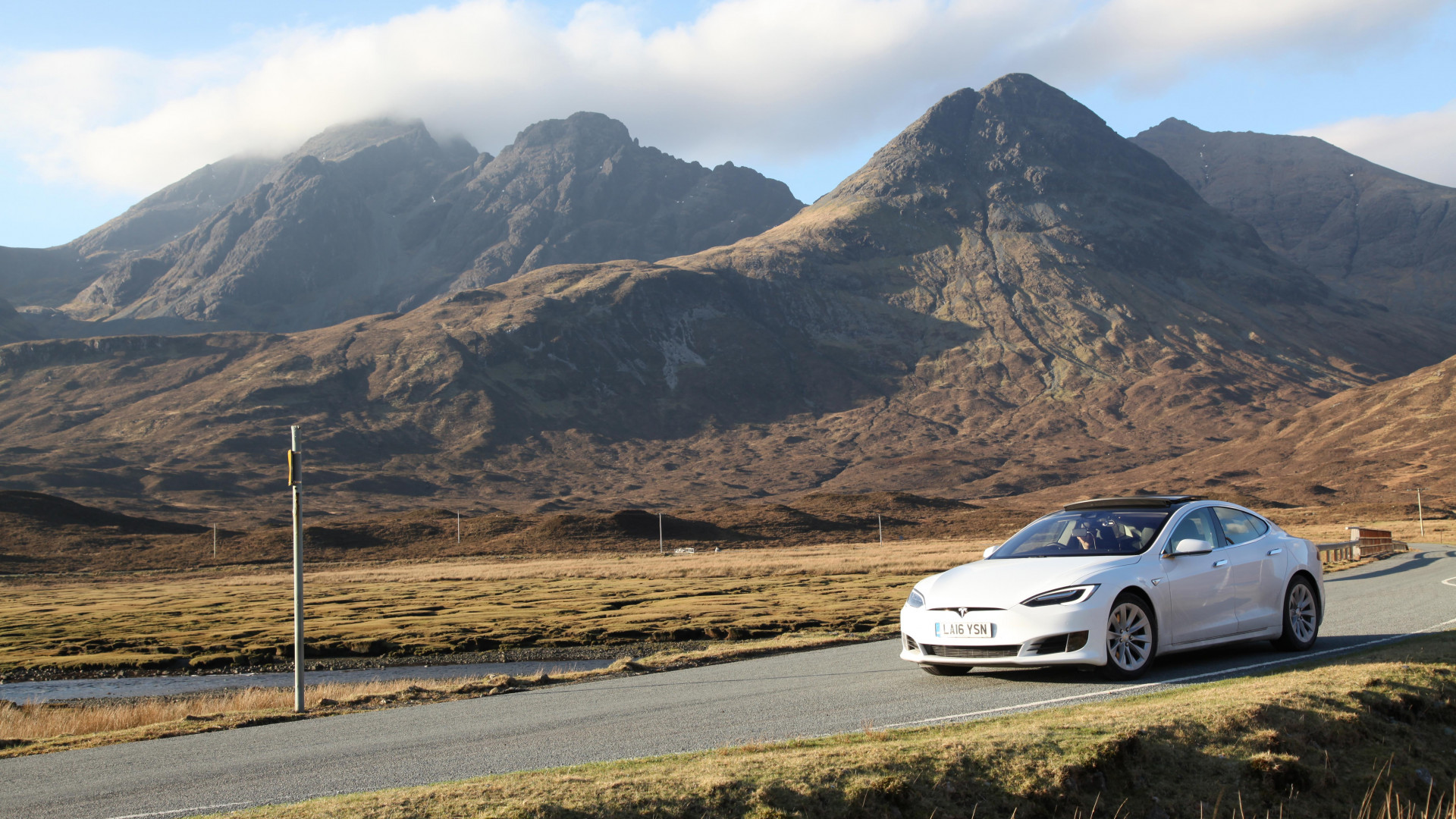 Driving an electric car through Scotland on a new travel tour