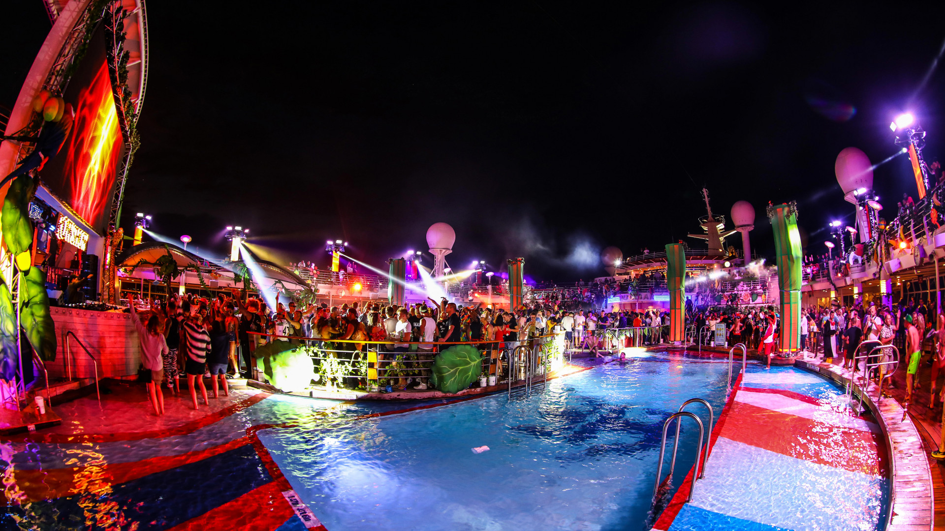 The poolside outdoor stage at Ark festival