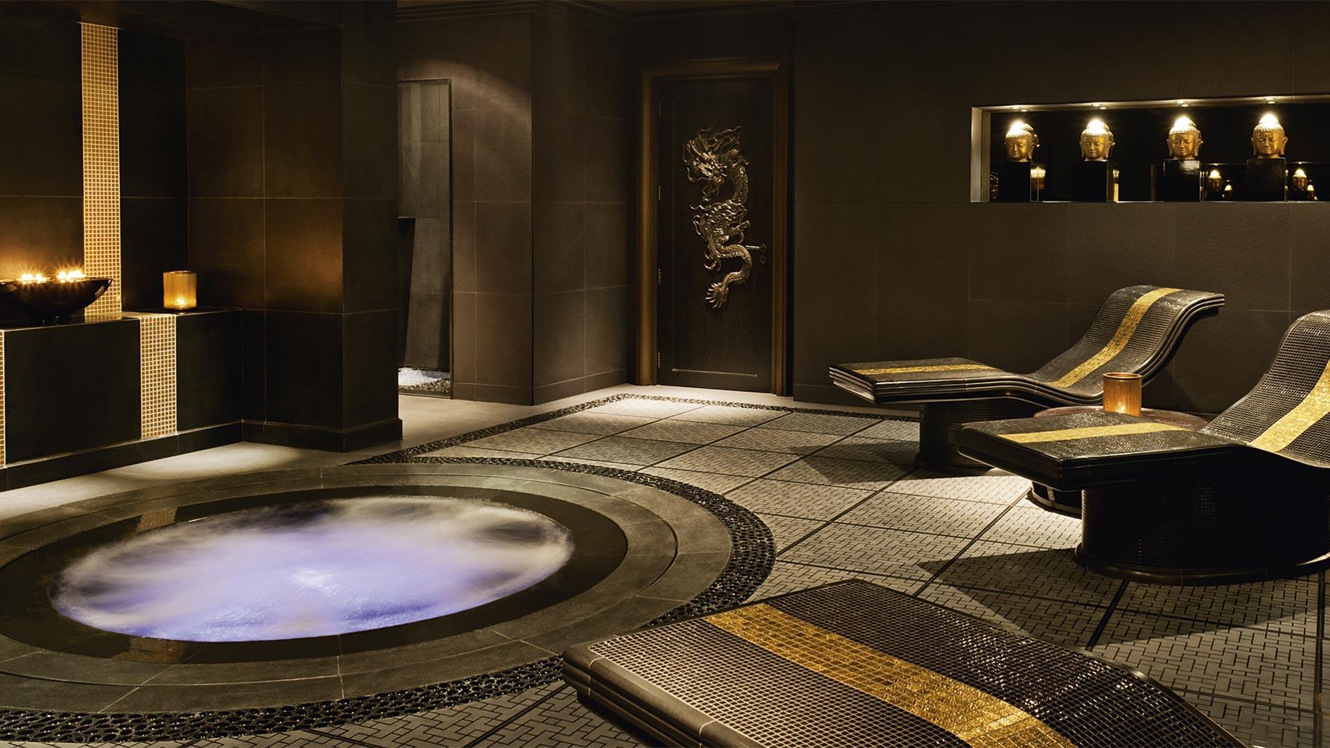 A hot tub at Grosvenor House Dubai