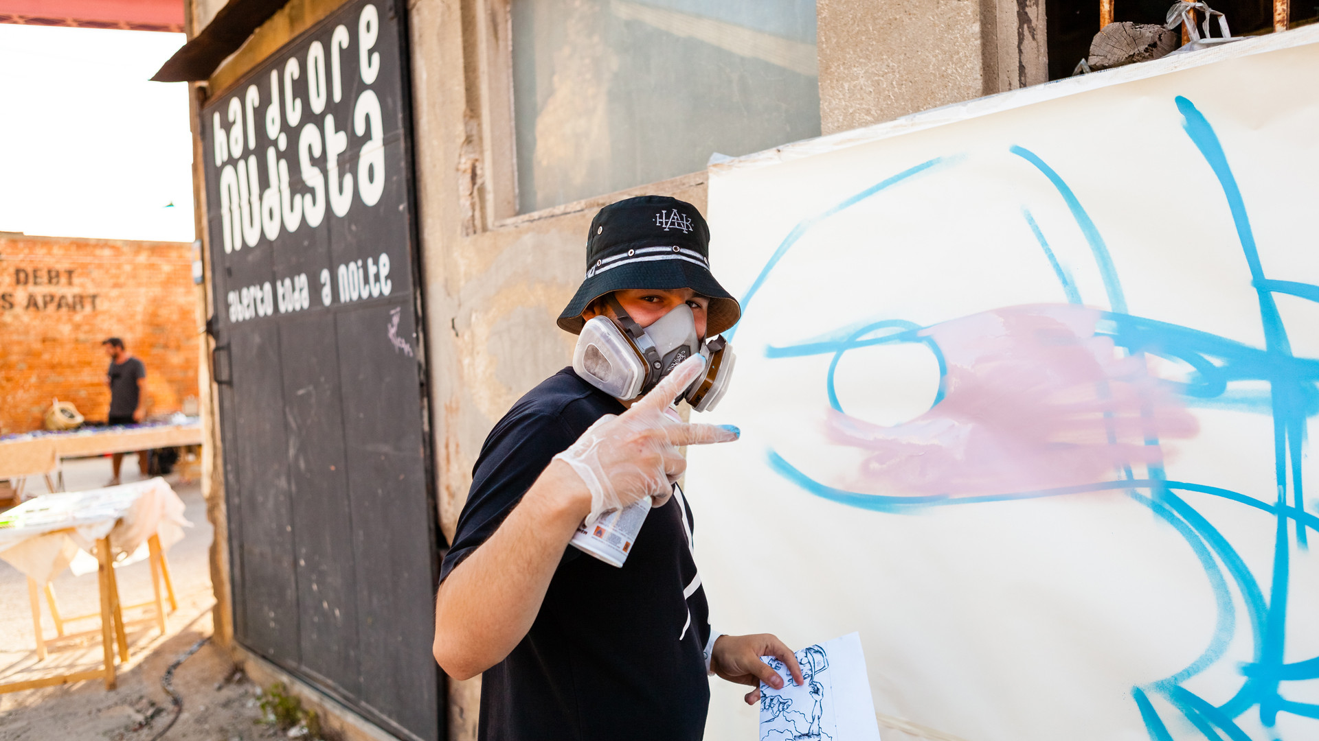 Street artist at LX Factory