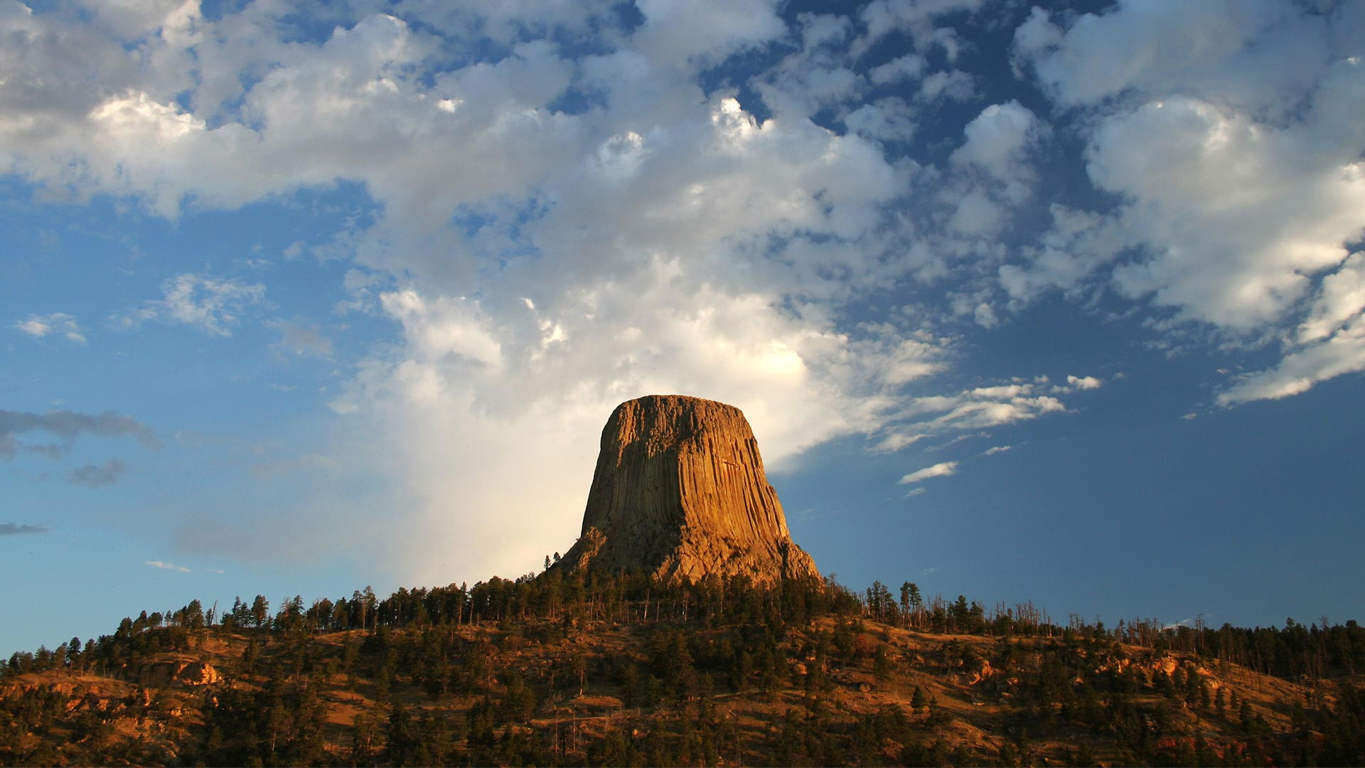 Devil's Tower National Monument at sunrise