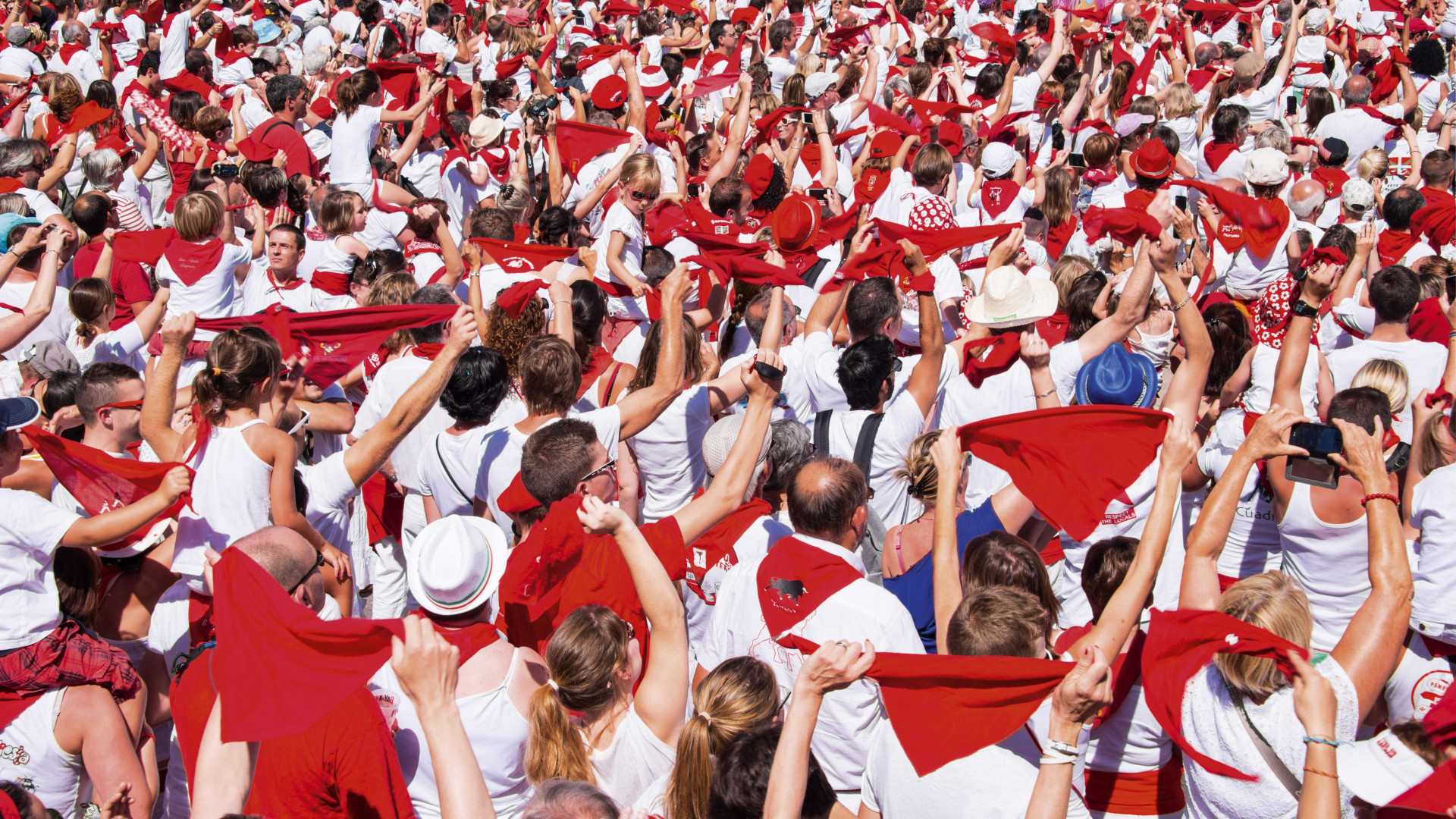 Millions of people gathering at the Fêtes de Bayonne in French Basque country