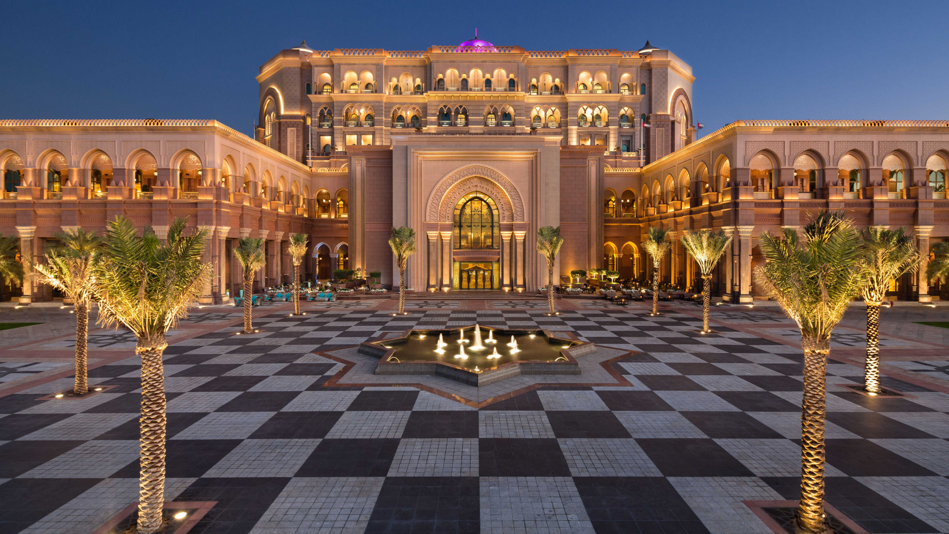 Courtyard at Kempinski Emirates Palace in Abu Dhabi