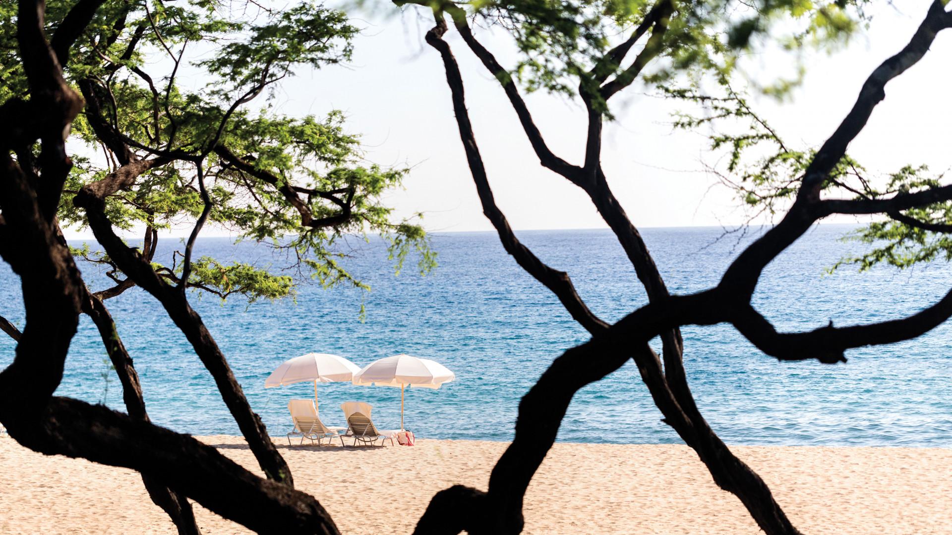 Sun loungers on Lanai, Hawaii