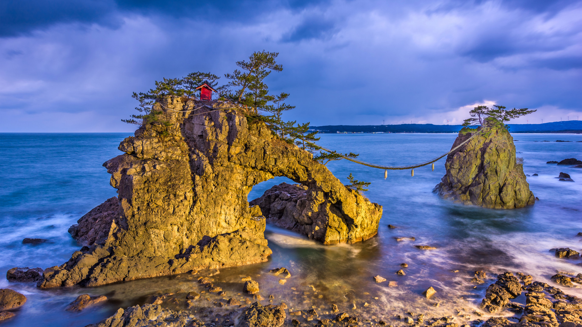 Best adventure holidays | Ganmon Rock, Japan