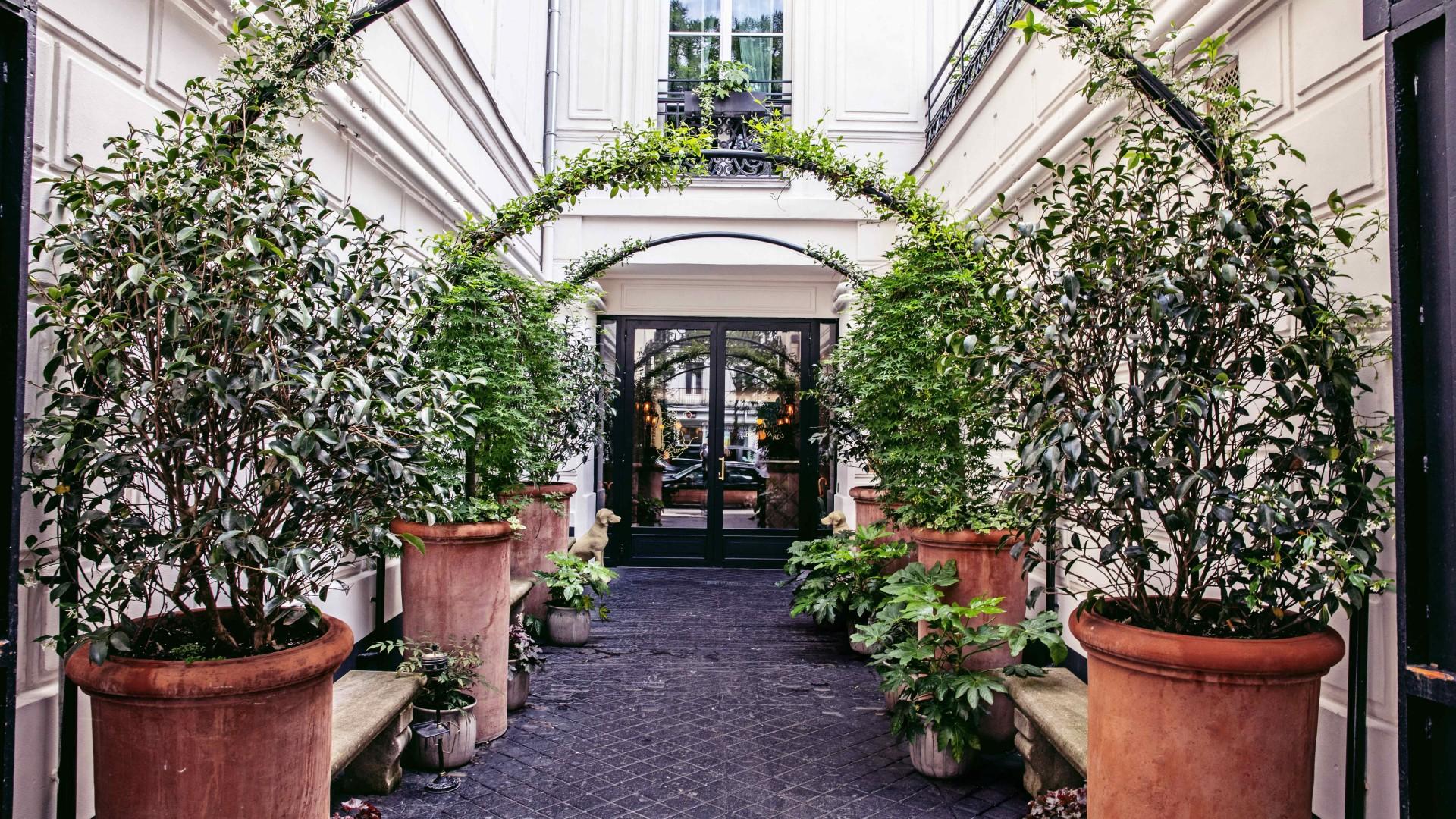 Sentier, Paris: The entrance at Hotels Des Grands Boulevards