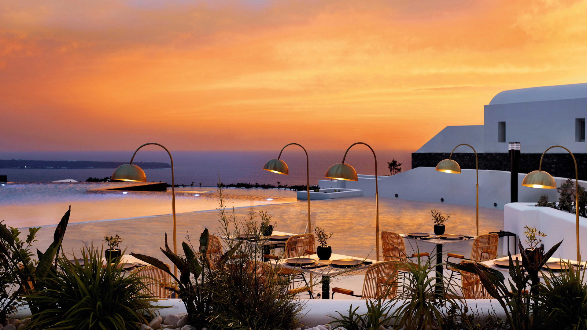 A sunset over the pool at Santo Maris Oia