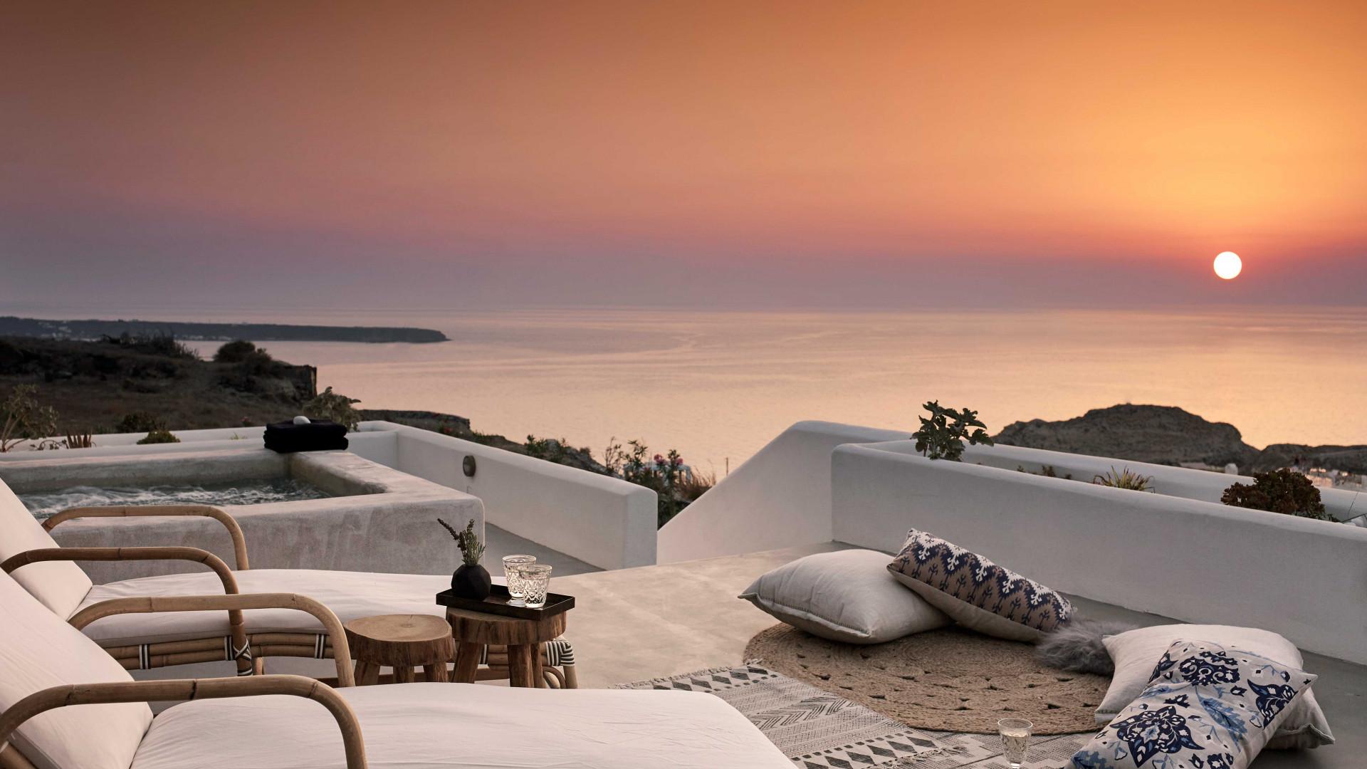 Sun loungers at Santo Maris Oia