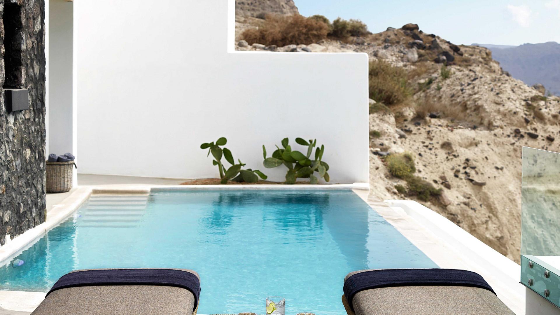 A private pool at Santo Maris Oia