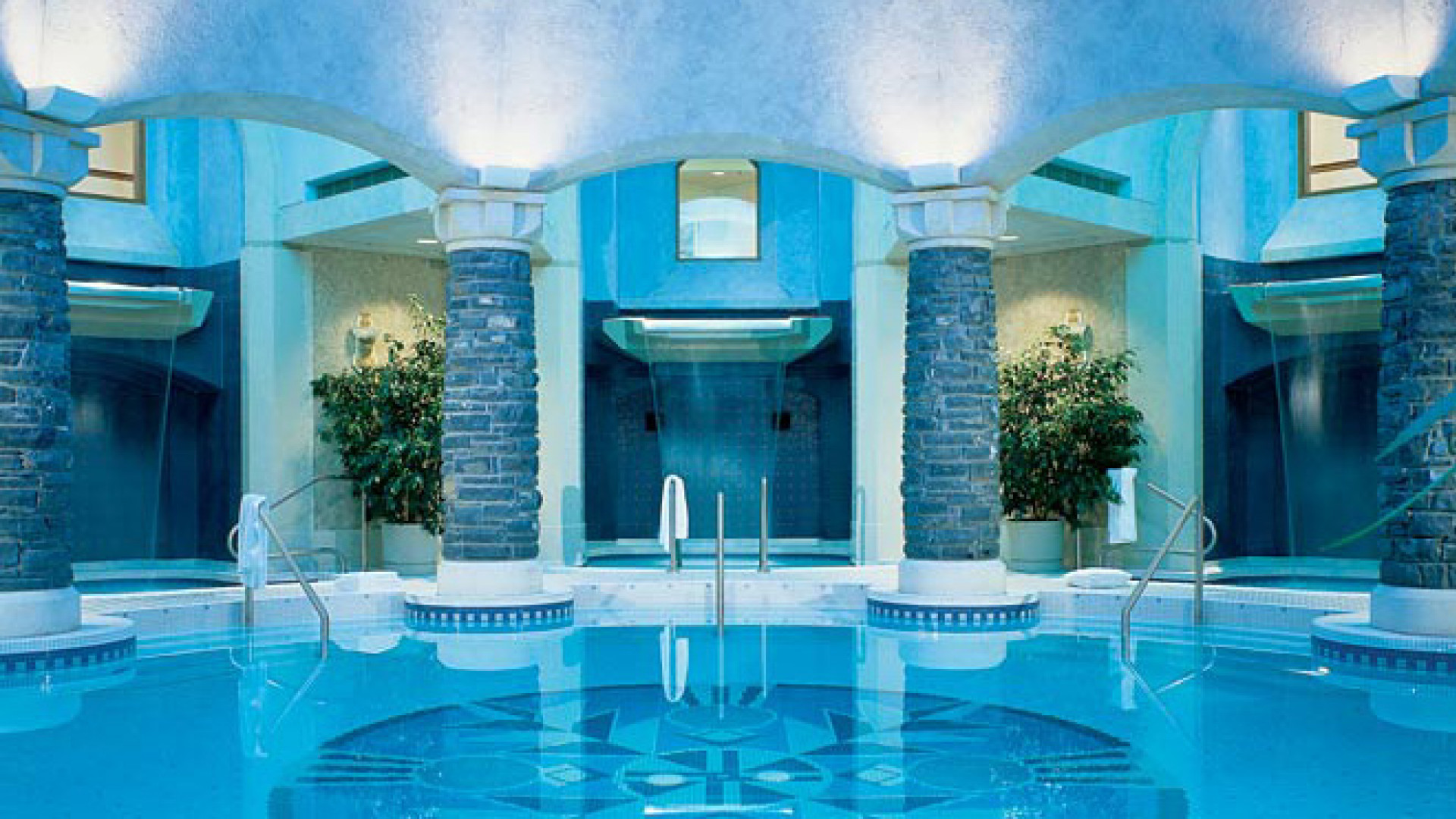 World's Most Awesome Swimming Pools: Fairmont Banff Springs Canada