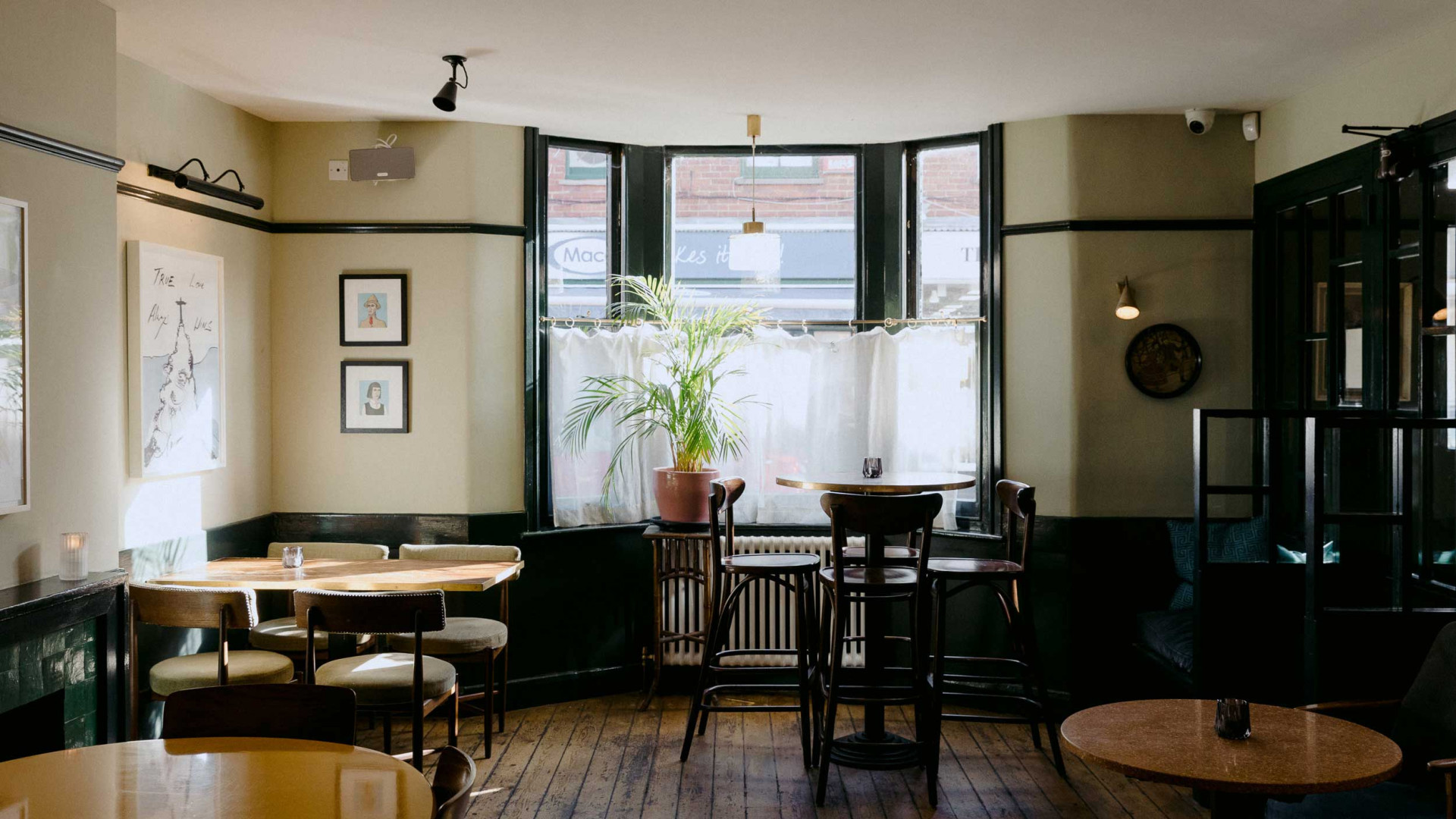 The Rose Deal review: the bar