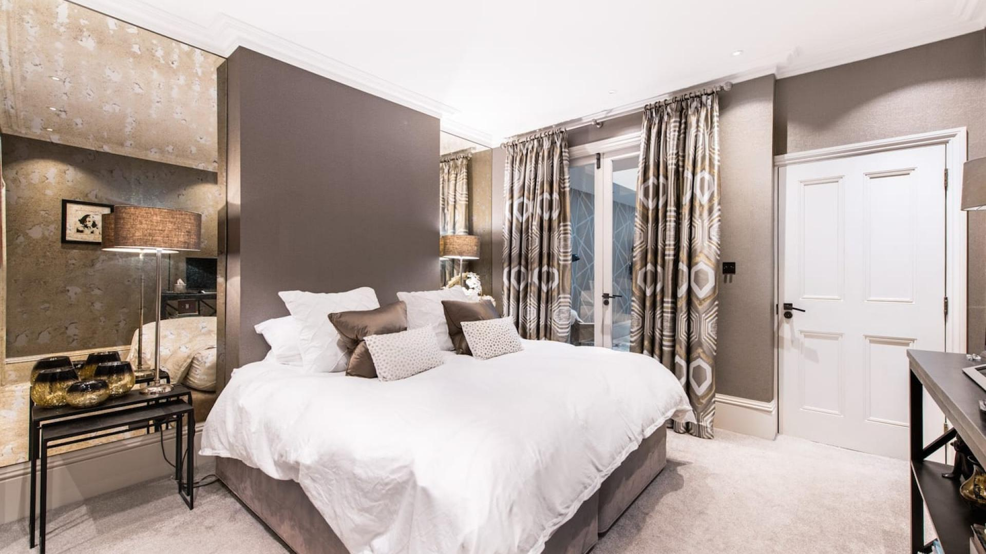 TOWNHOUSE, EARL'S COURT