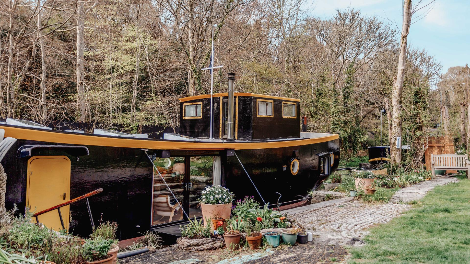 Self-catering accommodation: Cornwall barge exterior