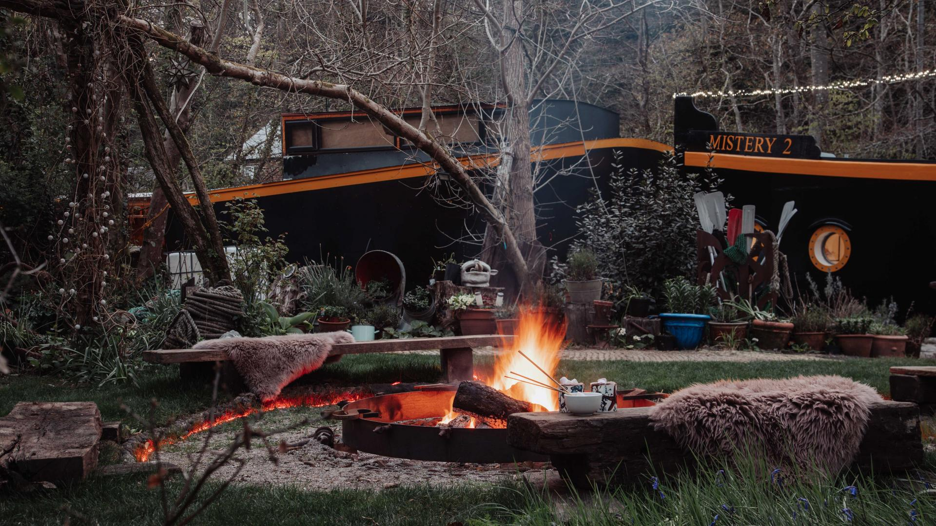 Self-catering accommodation: Cornish barge outdoor fire pit
