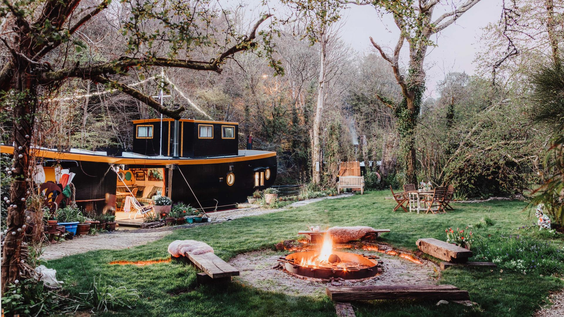Self-catering accommodation: a barge to rent in Cornwall