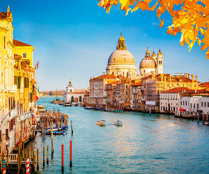 Leaves turn rusty on the Grand Canal in Venice